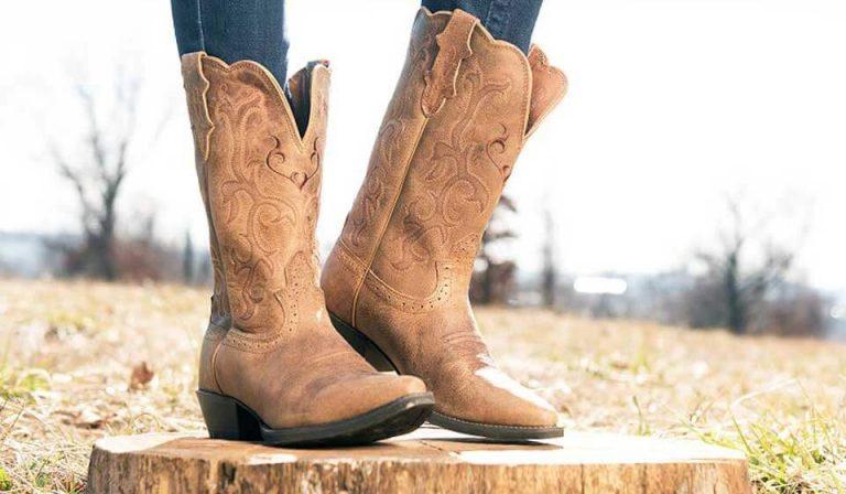 How to fir a cowboy boot